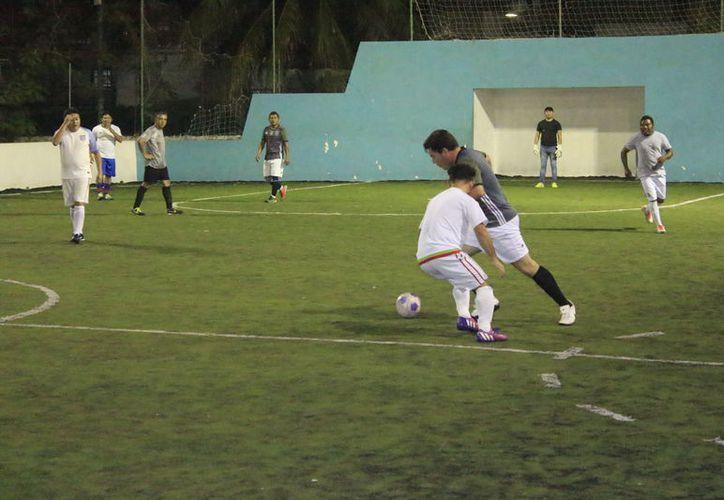 El encuentro se llevó a cabo en la cancha de pasto sintético de la Unidad Deportiva del Sutage. (Miguel Maldonado/SIPSE)