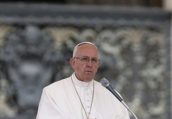 El Papa Francisco habló ante más de 15 mil personas en la Planza de San Pedro del Vaticano sobre la humildad y la hipocresía que tienen algunas personas. (Agencias)