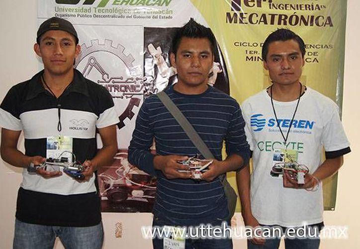 Equipo de ganadores oaxaqueños del Primer Concurso de Mini-Robótica en Puebla. (uttehuacan.edu.mx)