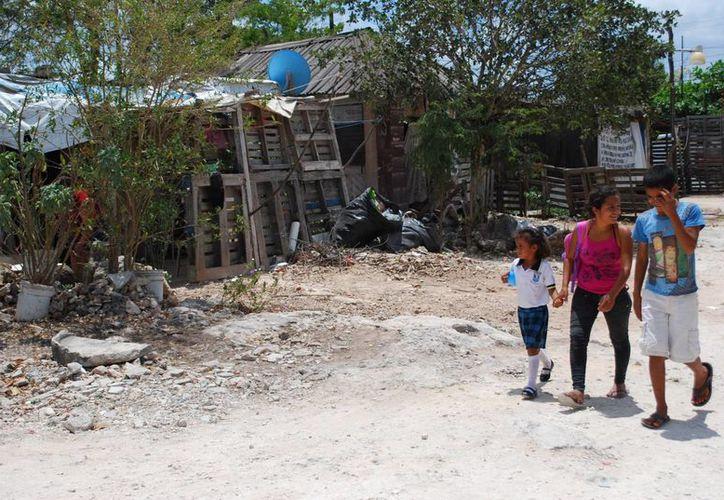 Muchas familias en las colonias irregulares viven con carencias. (Tomás Álvarez/SIPSE)