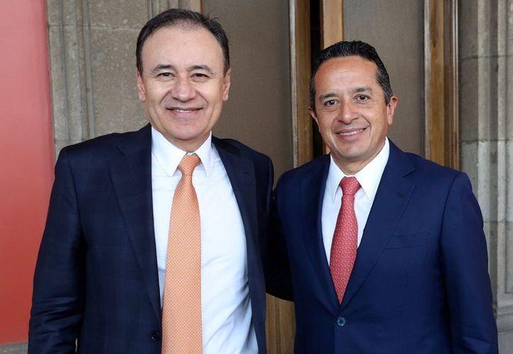 El gobernador Carlos Joaquín y el secretario de Seguridad Pública federal, Alfonso Durazo, se reunieron ayer en la Ciudad de México. (Cortesía)