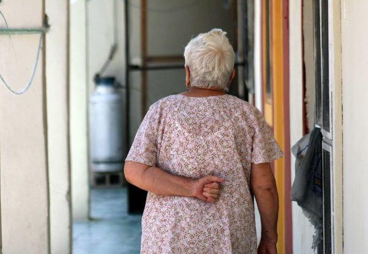 El Alzheimer afecta principalmente a mujeres y causa problemas con la memoria, la forma de pensar y el carácter o la manera de comportarse. (Milenio Novedades)