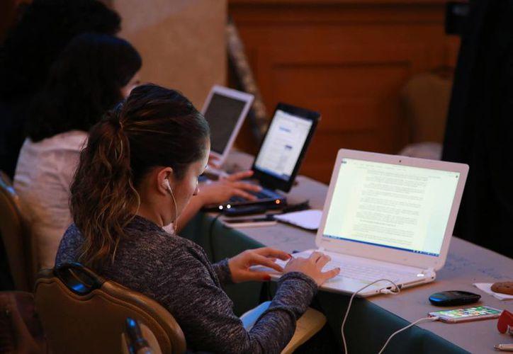 El primer puesto se encuentra la consulta de redes sociales. (Redacción/SIPSE)