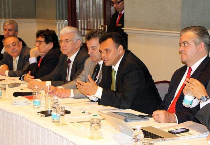 El gobernador Rolando Zapata se reúne con empresarios franceses y mexicanos. (Milenio Novedades)