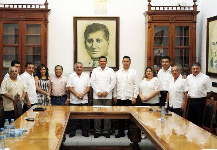 Rolando Zapata Bello sostuvo una reunión con los dirigentes sindicales. (Milenio Novedades)