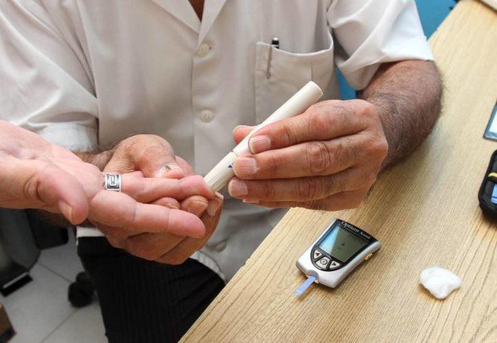 La prueba se realizó a las mujeres que están en edad menopáusica y adultos mayores de 60 años. (Redacción/SIPSE)
