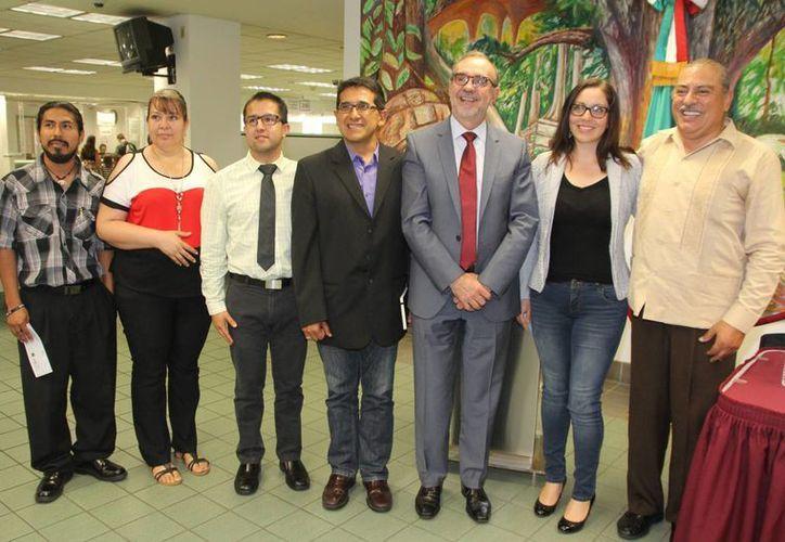 Los jóvenes beneficiados con el apoyo económico del gobierno mexicano indicaron que utilizarán el dinero para los gastos asociados con sus estudios. (EFE)