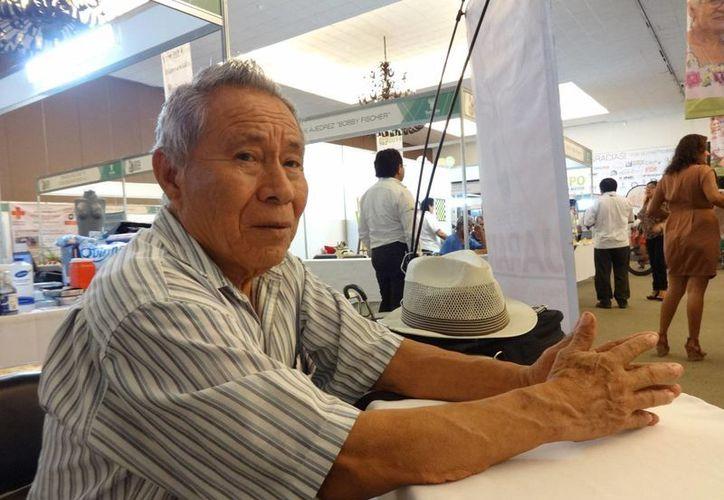 Valerio Canché Yah se niega a que desaparezcan los curanderos mayas auténticos. (Notimex)