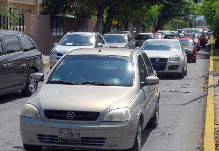 Tránsito municipal infraccionará a los vehículos que estén emitiendo emanaciones directas o no tener el engomado. (Redacción/SIPSE)