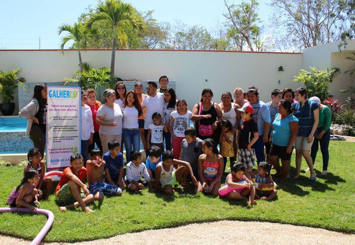 La Fundación Galher apoya a los menores con donaciones voluntarias de jugo mangostán. (Foto: Daniel Pacheco)