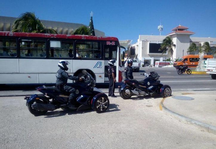 Los elementos vigilarán la zona hotelera en 8 motos tipo 'Spyder' en Cancún. (Eric Galindo/SIPSE)
