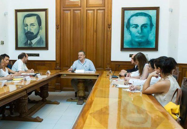 Una delegación de funcionarios galos visitó el Palacio de Gobierno de Yucatán para dar continuidad a los proyectos en la ciudad. (Milenio Novedades)