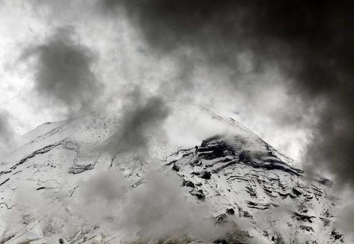 La reciente actividad del volcán Popocatépetl permanece dentro de los parámetros previstos de la alerta volcánica Amarillo Fase 2. (Notimex/Foto de archivo)