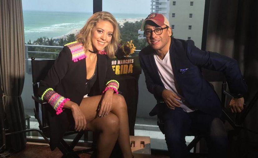La actriz Fernanda Castillo y el comediante Adal Ramones durante la promoción de su nueva cinta 'No Manches Frida' que se estrenó en Estados Unidos este fin de semana. (Notimex)