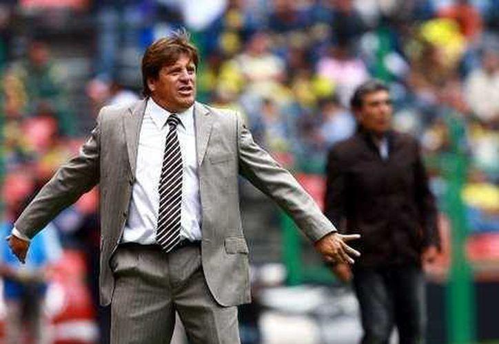 El entrenador confía en comandar al Tri a su tiempo, ahora le interesa cumplirle a las Águilas del América. (Agencias)