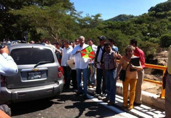 """Banderazo de salida en el reforzadoPuente """"Papagayo 1"""", de Guerrero. (Milenio)"""