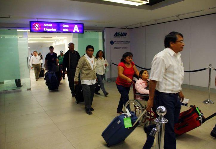 En el aeropuerto internacional de Mérida se activará un módulo del Programa Paisano para atender a los migrantes que regresan a casa. (Archivo SIPSE)