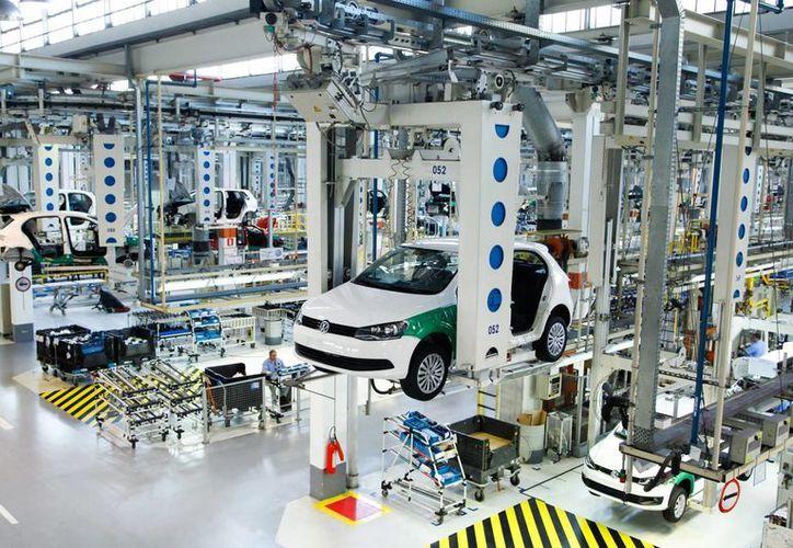 Brasil prevé producir apenas 2.5 millones de vehículos para este 2015, poco menos del 20 por ciento del año pasado. (Archivo/Notimex)
