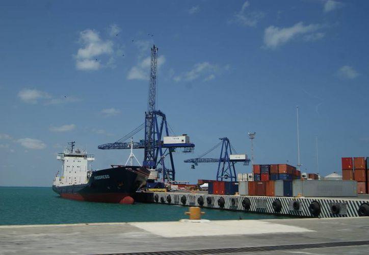 En la terminal remota de Progreso se hará la descarga del diésel, que será resguardado en Mérida. (Manuel Pool/SIPSE)