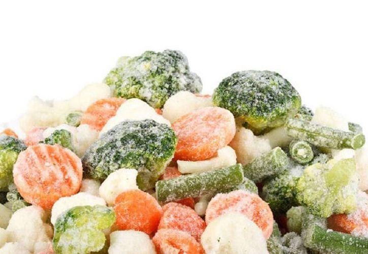 Millones de empaques de frutas y verduras congeladas enviados a México, Canadá y todo Estados Unidos fueron retirados por el germen listeria, que ha causado dos muertos hasta el momento. (imagen de contexto/atusaludenlinea.com)