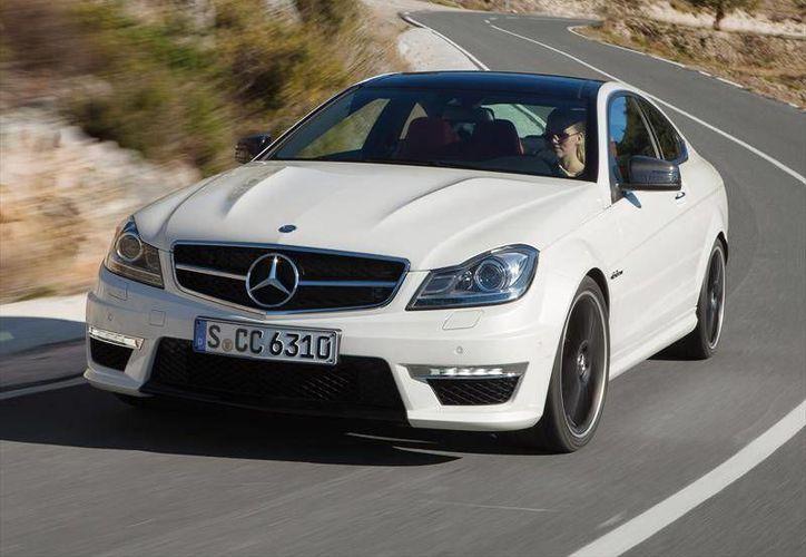 El Mercedes-Benz Clase C tiene una máquina corredora con diseño exterior con forma de flecha que deja en claro su fuerza. (Contexto/Internet)
