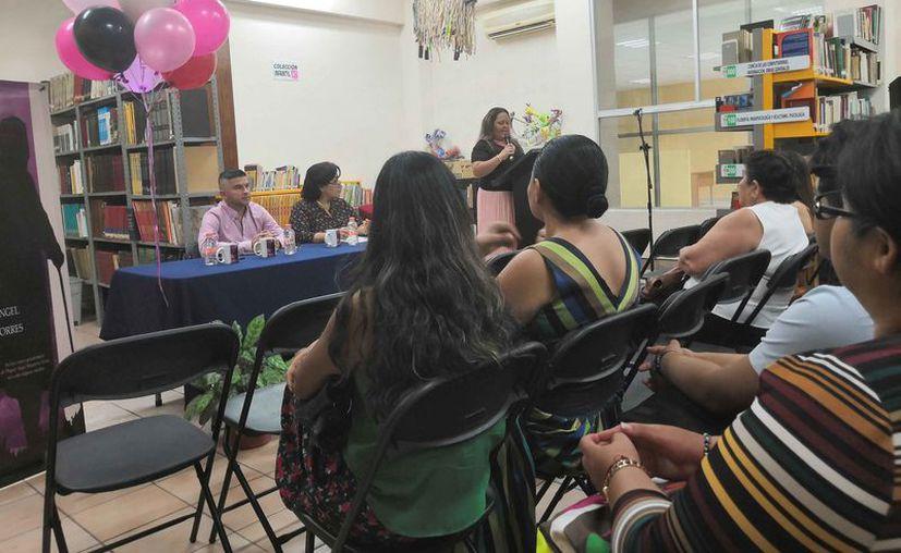 Miguel Ángel Manjarrez Torres presentó su libro la noche del jueves. (Jocelyn Díaz/SIPSE)