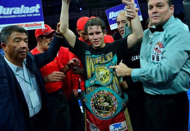 El boxeo mexicano concluye 2015 con siete cetros mundiales. En la imagen, Carlos Cuadras quien retuvo su título súpermosca del Consejo Mundial de Boxeo (CMB). (Notimex)
