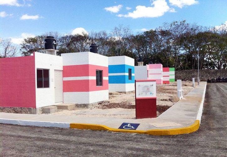 Algunas de las viviendas que se otorgaron a familias de Valladolid en el fraccionamiento Santa Bárbara. (SIPSE)