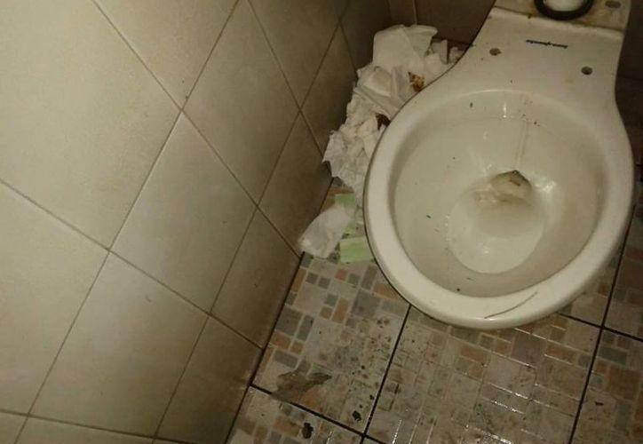 Utilizar baños públicos puede ser una forma de contraer una infección urinaria. (Tomada de: www.verdaddigital.com)