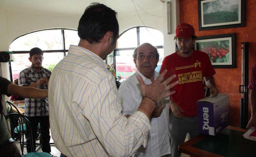 Candidatos luego de una conferencia de prensa. (Adrián Barreto/SIPSE)