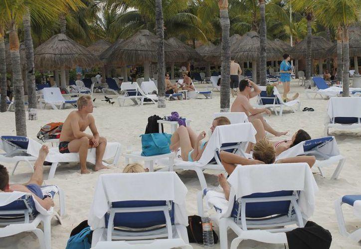 El incremento de turistas nacionales provoco que se bajaran las tarifas, ya que al mexicano no se le puede cobrar lo mismo que al turista extranjero. (Israel Leal/SIPSE)