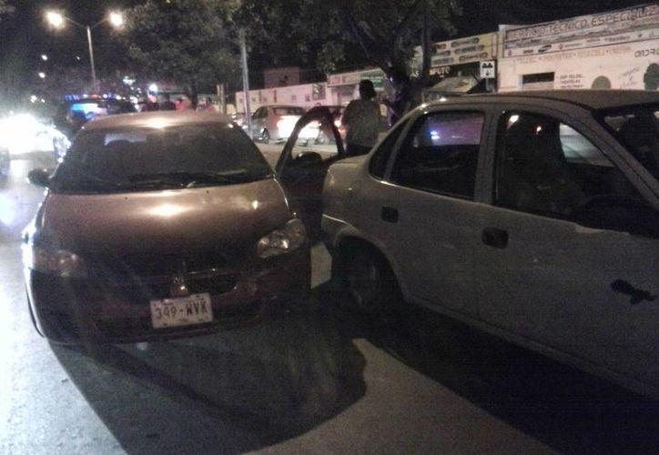 La colisión múltiple se reportó en un paso peatonal de Circuito Colonias, en el oriente de Mérida. (Milenio Novedades)