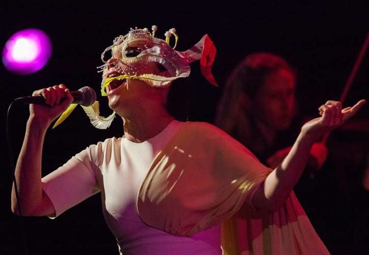 La preventa para el concierto de Björk en el Auditorio Nacional se llevará a cabo los días 13 y 14 de enero. (Facebook)