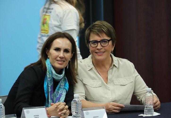 La diputada Laura Beristain se reencontró con la maestra María Ampudia González. Cortesía/SIPSE)
