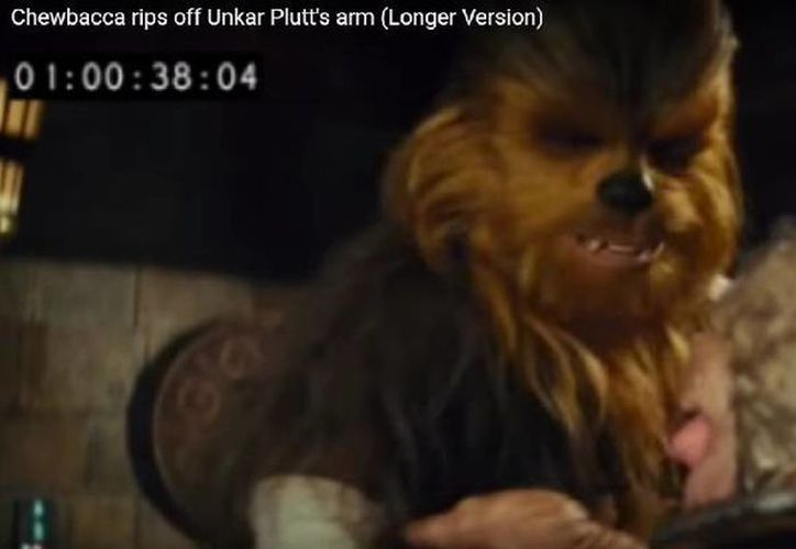 Disney eliminó una violenta escena de Chewbacca en 'Star Wars  The Force Awakens'. (Captura de pantalla de YouTube)