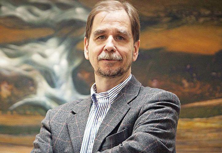El diputado recién afiliado al PRD, Agustín Basave, lamentó que Ríos Píter hay decidido recurrir a los medios a hacer campaña. (Excelsior)
