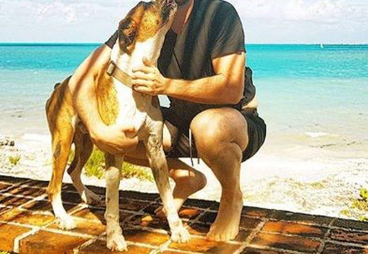 El cantante seguido comparte con sus fans imágenes de su estancia en Cancún. (Instagram)