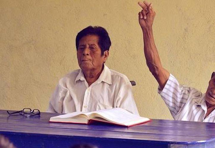 Manuel Segovia e Isidro Velázquez lograron dejar atrás su conflicto para enseñar a los niños de Ayapa su idioma nativo. (ayapaneco.com)