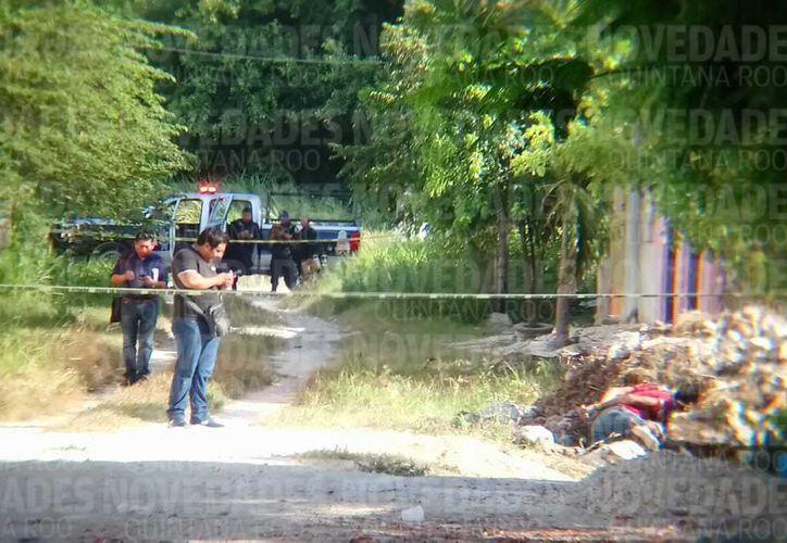 El área donde fue hallado el cadáver, fue acordonada por los policías. (Eric Galindo)