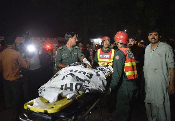 Una bomba estalló junto a un vehículo con soldados en el sur de Pakistán, matando a un funcionario de seguridad e hiriendo a otras personas. (lajornada.unam.mx/imagen de contexto)