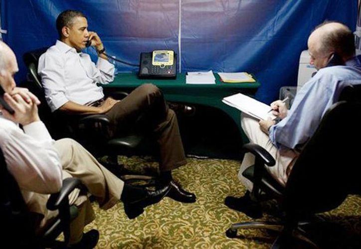 El presidente estadunidense puede hacer llamadas telefónicas importantes o leer documentos confidenciales sin correr el peligro de ser vigilado. (RT)