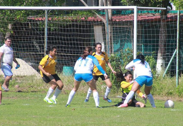 Con cuatro goles dejan fuera a las Monarcas. (Miguel Maldonado/SIPSE)