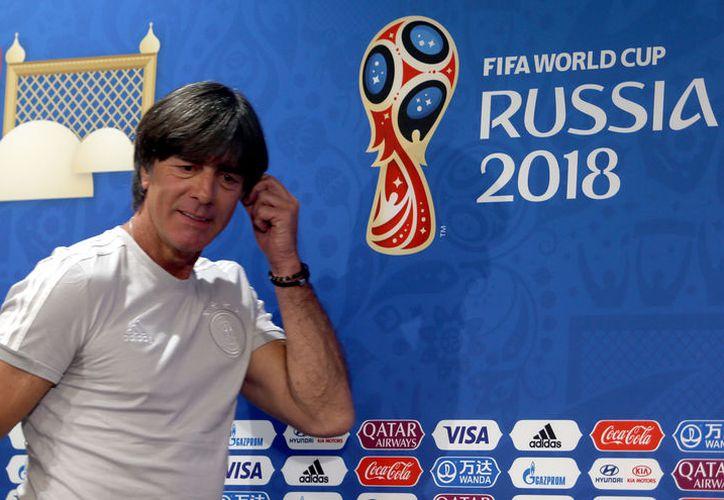 Joachim Löw podría renunciar tras la escandalosa eliminación de Alemania en la primera fase del Mundial (Foto: Notimex)