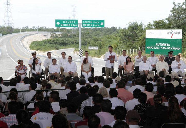 La nueva autopista acorta el tiempo de traslado entre Mérida y Playa del Carmen. (Tomás Álvarez/SIPSE)