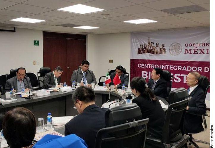 El viceministro de Asuntos Civiles de la República Popular China, Tang Chengpei, se reunió con funcionarios de la Secretaría de Bienestar para conocer los planes para reducir la pobreza y desigualdad. (Agencia Reforma)