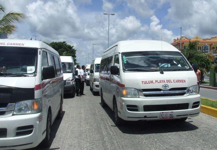 Ciudadanos denuncian la falta de control hacia las unidades de transporte foráneo. (Rossy López/SIPSE)