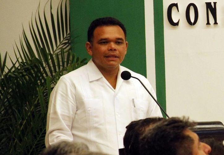 El gobernador Rolando Zapata Bello ve con buenos ojos el apoyo de la SCT en el transporte urbano. (Milenio Novedades)