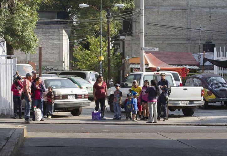 Los habitantes de la Ciudad de México salieron de inmediato a las calles. (Notimex)
