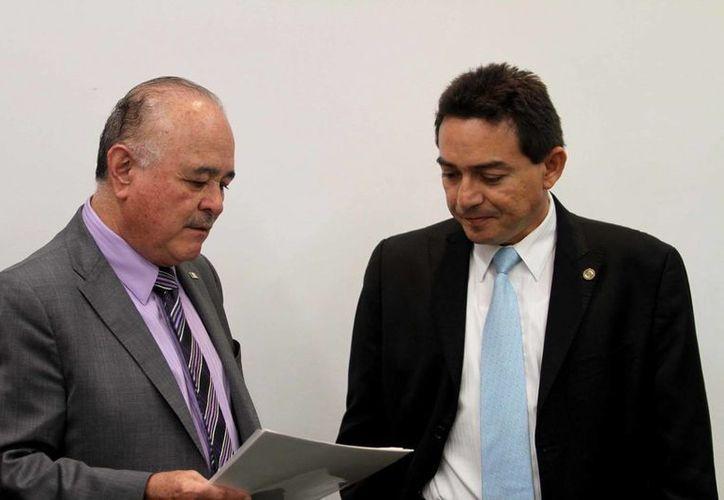 Los senadores Ernesto Ruffo Appel y Daniel Ávila Ruiz en conferencia de prensa. (Notimex)