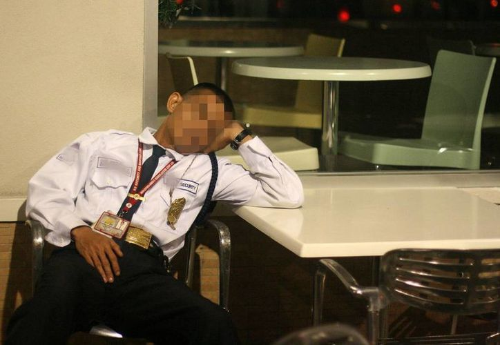 Un reo aprovechó que dormían los custodios para robar las llaves de la celda y escaparse de la FGE . (Agencias)